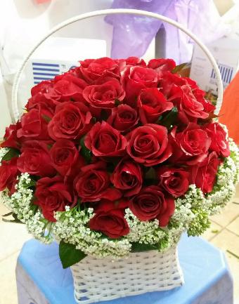 Giỏ Hoa Hông Đỏ